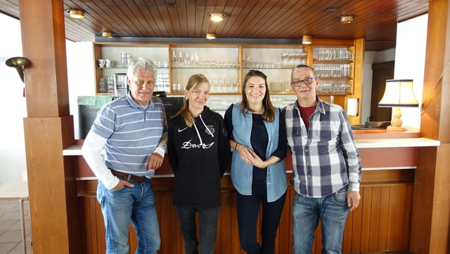Da san.: Gion Duri Cantieni, promotur dal hotel; Stephanie Rebecca Westphal, cuschinunza, Ursina Tiri, ustiera; Joachim Röthlisberger, camerier.