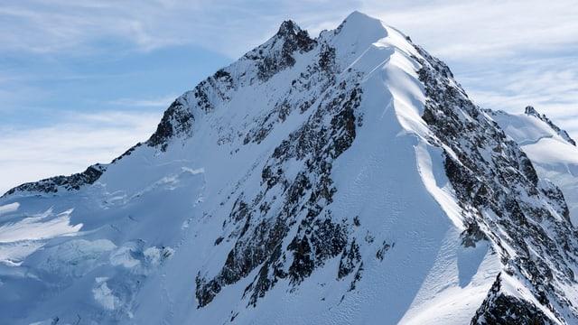 Il Piz Bernina cun il Spi Alv (Biancograt), vis davent dal Piz Prievlus.