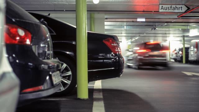 Autos in Tiefgarage