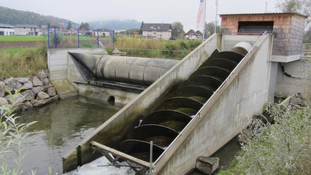 Ein Kleinwasserkraftwerk mit Wasserschnecke