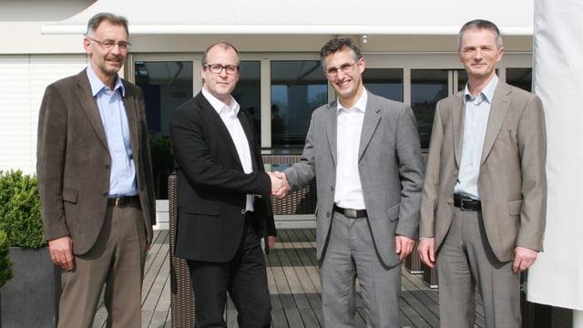 Handschlag von EWL_CEO Stephan Marty und Felix Graf von der CKW
