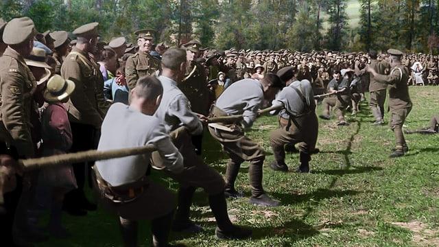 Seilziehen während des Ersten Weltkriegs.