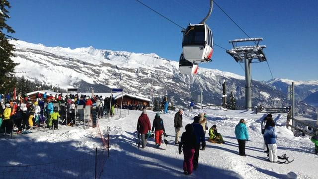 Sportists da skis a Curgnius