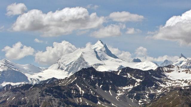 Bergspitze, verschneit