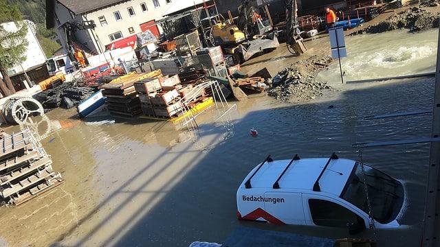 Überflutetes Firmengelände