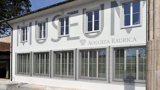 Die neue weisse Fassade des Museums Augusta Raurica