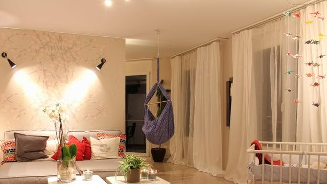 Wohnzimmer mit selbstgebastelter Dekoration