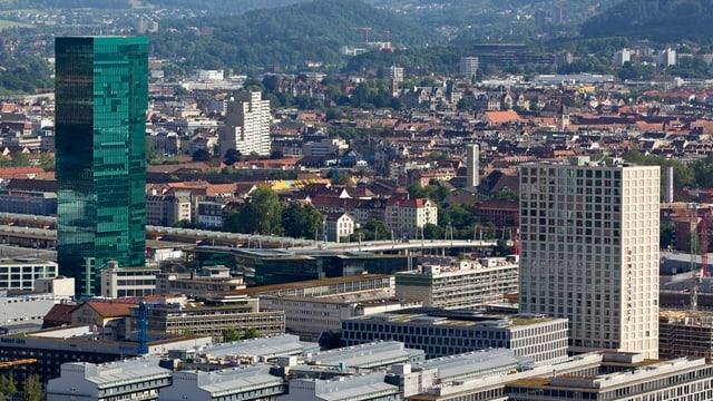 Vogelperspektive auf Zürich West mit dem Prime Tower.