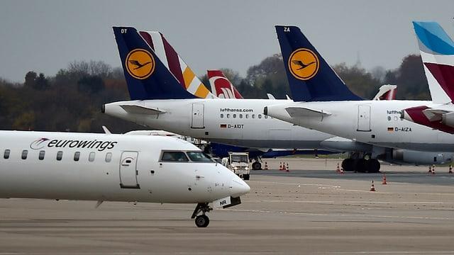 Flugzeuge der Lufthansa kurz vor dem Start.