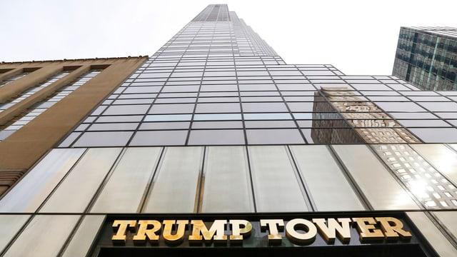 Trump Tower von unten nach oben fotografiert
