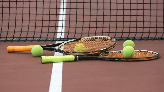 Zwei Tennisschläger
