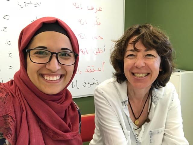Nusaibah Hamad, Arabischlehrerin am Sijal Institute in Amman, und ihre Schülerin Susanne Brunner