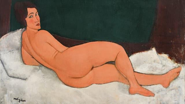Nackte Frau, auf einem Bett liegend