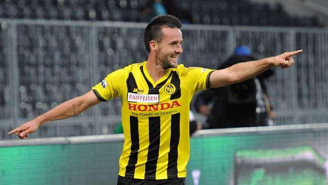 Raphael Nuzzolo von den Berner Young Boys bejubelt im Spiel gegen GC seinen zweiten Treffer.