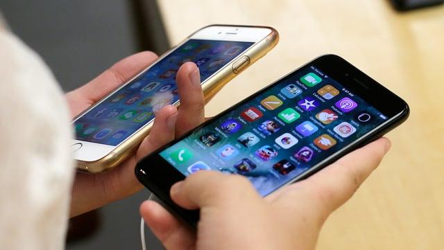 Dus iPhones en mauns dad in conument.