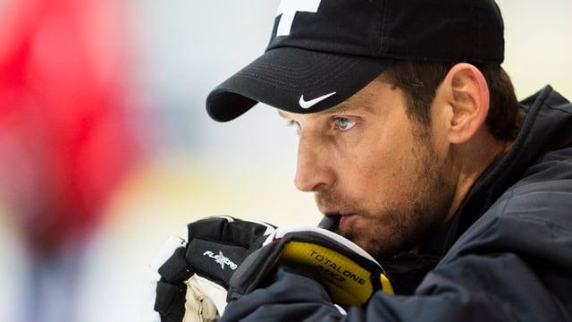 Il trenader naziunal da hockey Patrick Fischer.