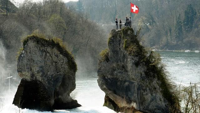 Schweizer Fahne beim Rheinfall.