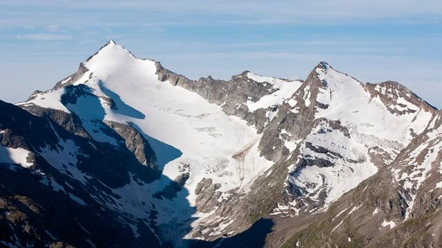 Il Piz Valragn è cun 3402 meters sur mar il pli aut culm da la chadaina dal Adula.