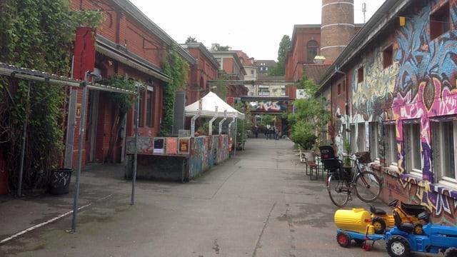 Blick auf den Aussenbereich der Roten Fabrik.