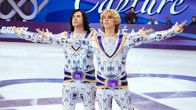 Zwei Eistänzer in pompösen Kostümen.