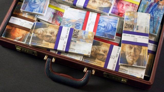 Koffern voller Geldnoten.