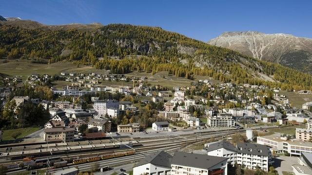Sin l'areal da la staziun a Samedan è planisà in center administrativ regiunal pels uffizis chantunals.