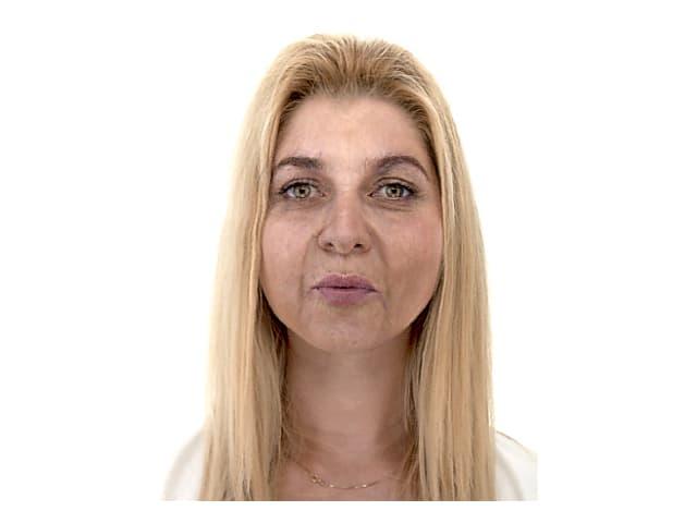 Porträt einer blonden Frau.