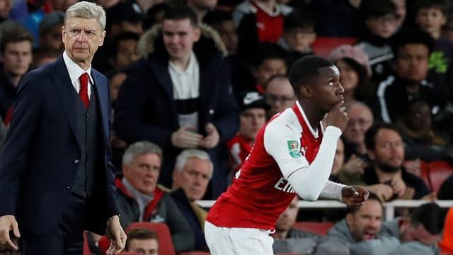 An der Seitenlinie wechselt Arsène Wenger den 18-Jährigen Edward Nketiah ins Spiel ein.
