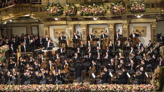 Video «Riccardo Muti leitet das Neujahrskonzert der Wiener Philharmonie» abspielen