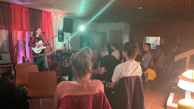 Fiona Cavegn vid dar concert.