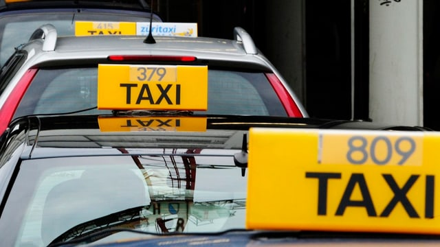 Taxi in einer Warteschlange