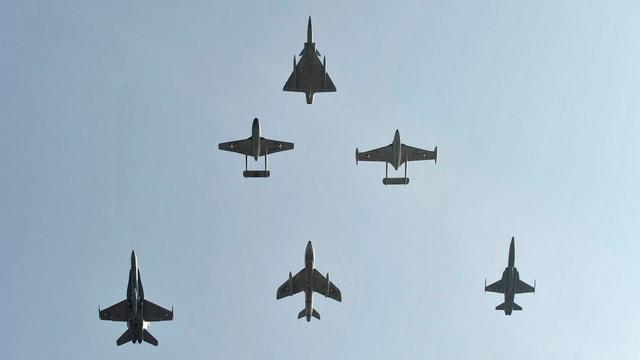 F/A-18, Tiger, Mirage, Vampire, und Venom,