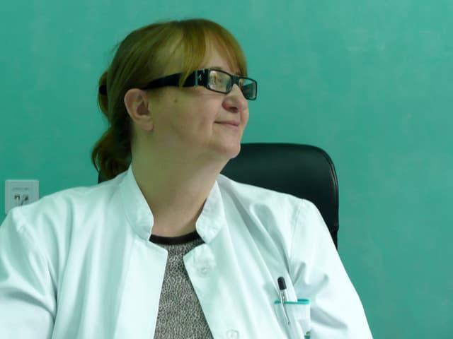 Lidija Obradovic-Bursac im Arztkittel.