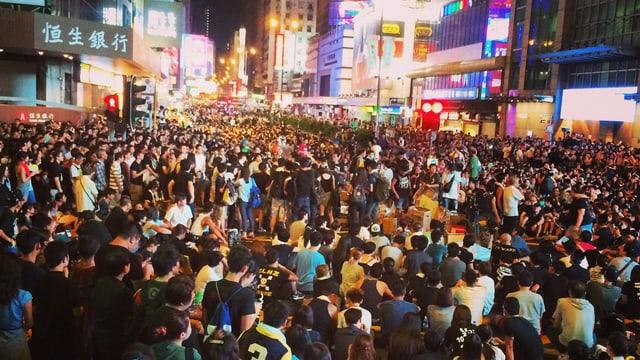 Menschenmassen an Demonstration in Hongkong