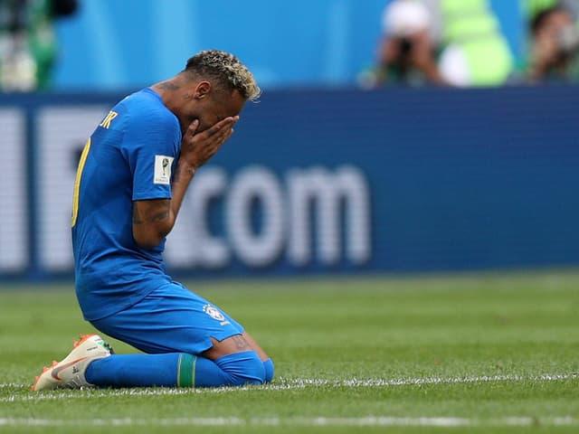 Neymar weint auf dem Platz.