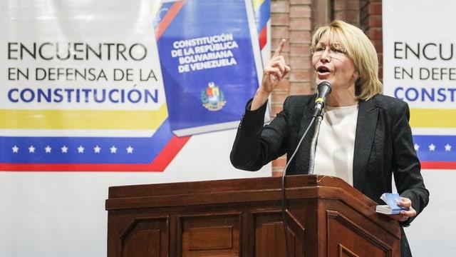 Luisa Ortega Diaz tema il mument per sia vita.