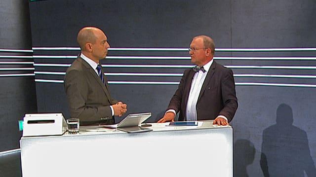 Claude Longchamp und Urs Leuthard diskutieren im SRF-Abstimmungsstudio.
