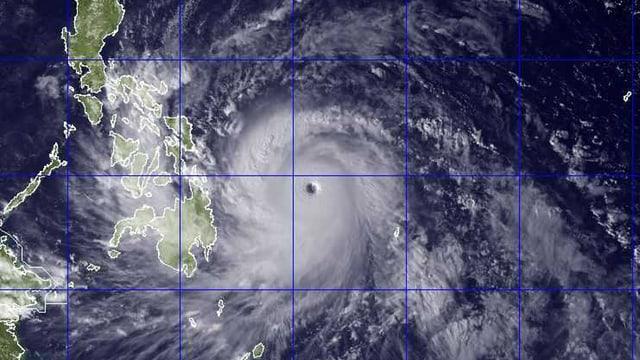 Satellitenaufnahme des Taifuns über den Philippinen.