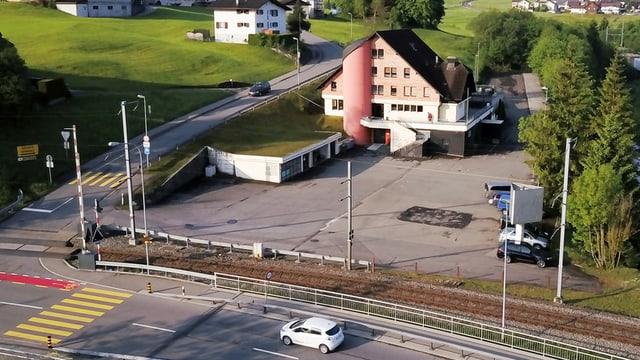 Das Asylzentrum Biberhof beim Bahnhof Biberbrücke.