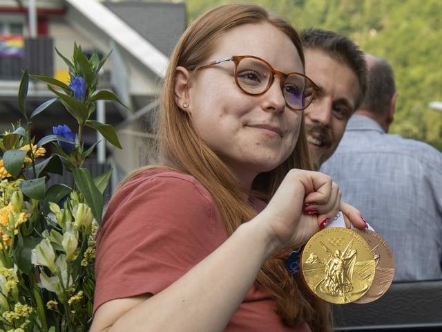 Nina Christen mit Gold um den Hals.