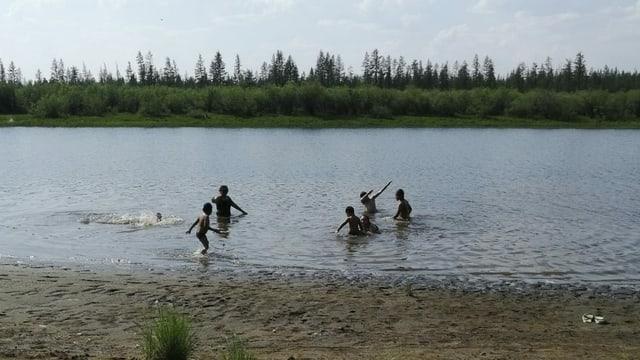 Werchojansk, badende Kinder