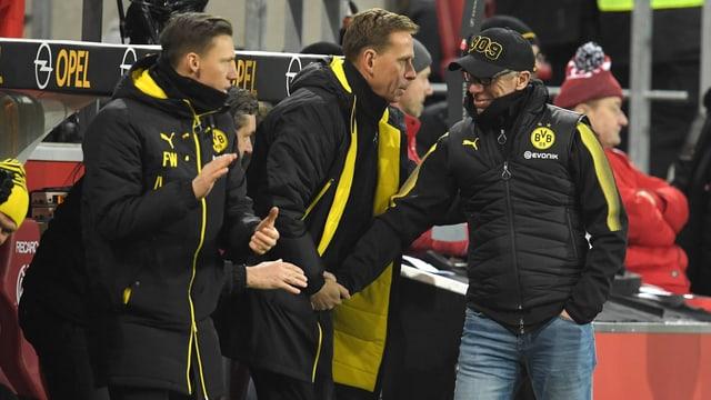 Peter Stöger Dortmunder Trainerbank