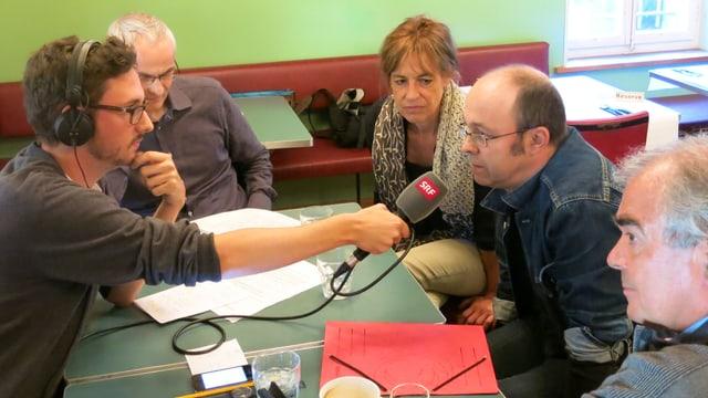 Am Stammtisch: (v.l) SRF 1-Moderator Joël Hafner, Mark Werren, Isabel Marty, Johannes Wartenweiler und Patrick von Burg