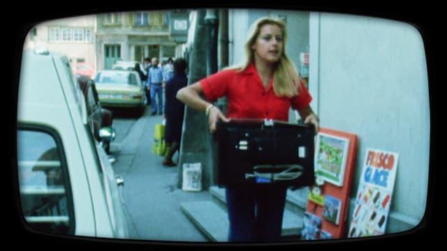 Frau (Ruth Waldburger) in TV-Reparatur-Test von 1974