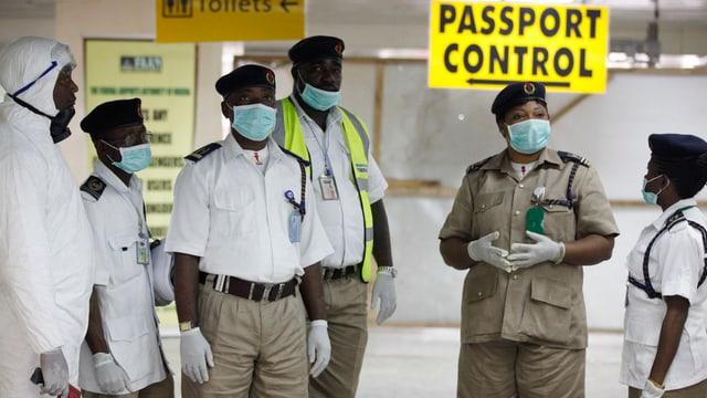 Menschen mit Schutzmasken