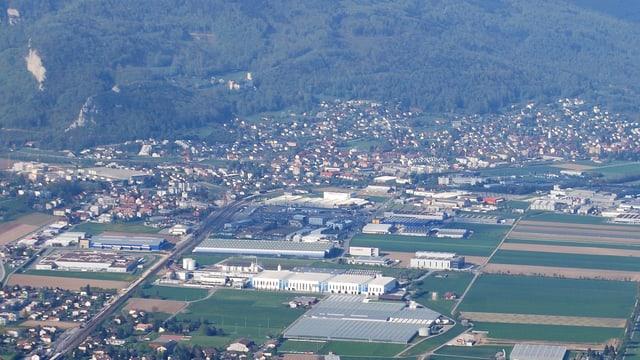 Luftaufnahme von Oensingen und dem Industriegebiet