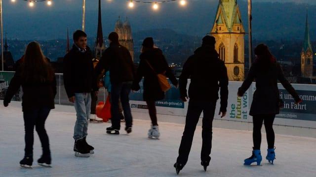 Eisfeld auf der Polyterrasse der ETH Zürich