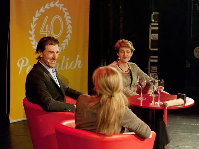 Simonetta Sommaruga und Fabian Cancellara auf der Bühne im Gespräch mit Anita Richner.