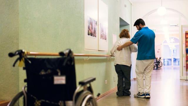 Individuelle Betreuung und Beschäftigung sind für die Pflege von Dementen erfolgsversprechend.