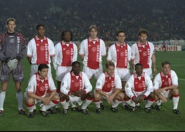 Mannschaftsbild mit Goalie Van der Sar, Litmanen, Kluivert, Overmars, Blind und den Gebrüdern De Boer.